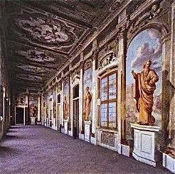 Palazzo Arese, Galleria statue